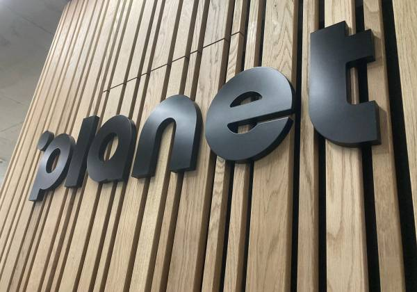 logo 3d acrylique planet leudelange