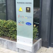 serenity business center fabrication totem route d'arlon