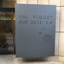 Restauration totem BNP - Um Piquet Rue Beck 2-4