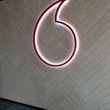 vodafone enseigne lumineuse tacotac